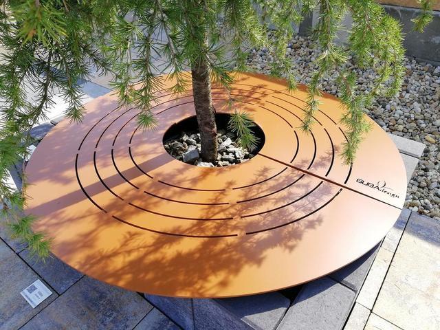 Oceľový rošt pod strom